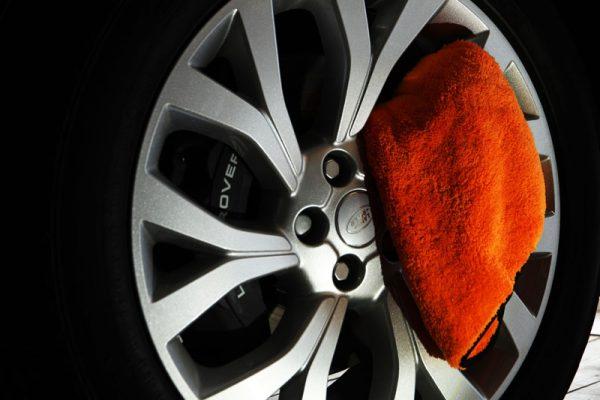 velgen-poetsdoek-land-rover-doek-schoonmaak-auto